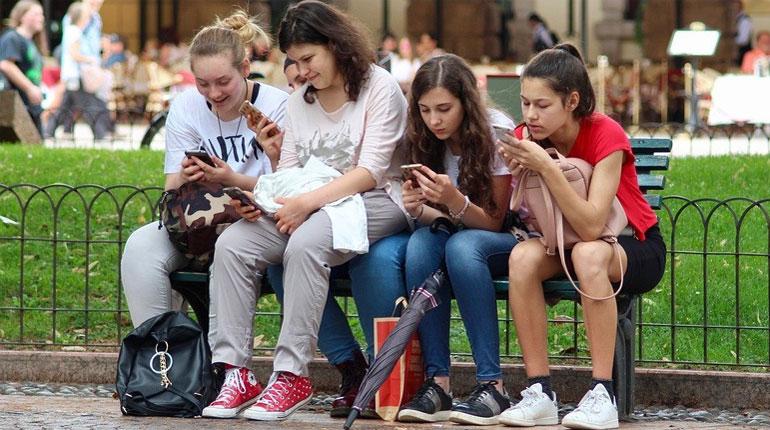 Effects-of-Social-Media