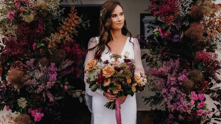 Avoid Spending Wedding Budget Flowers