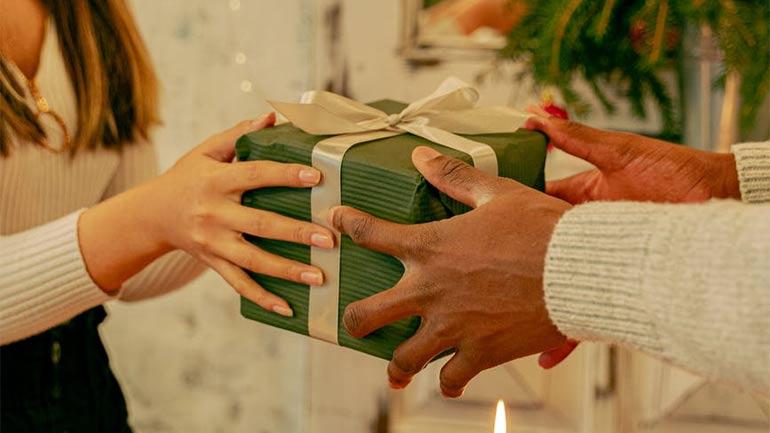 Snacks Put in Gift Box Hamper